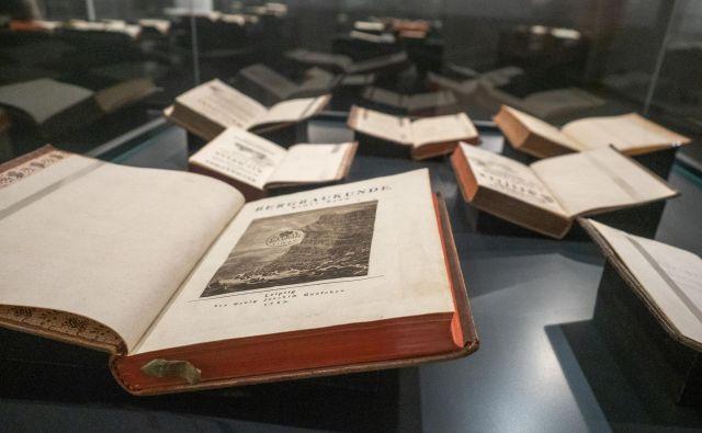 Del Zoisove knjižnice je razstavljen v NUK-u. Foto Maj Blatnik, Nuk