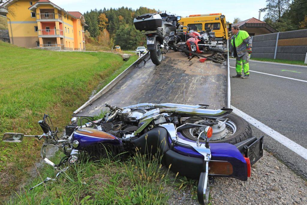 V prometni nesreči v Stranicah umrla dva motorista