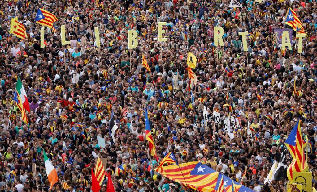 FOTO:Katalonijo ohromila splošna stavka, na ulicah več kot pol milijona ljudi