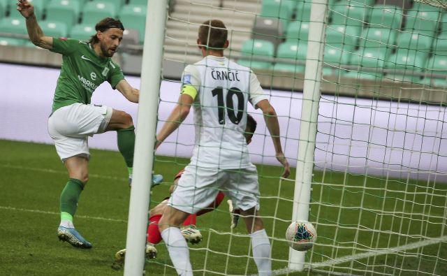 Ante Vukušić se je z dvema goloma še utrdil na čelu lestvice strelcev. FOTO: Jože Suhadolnik/Delo