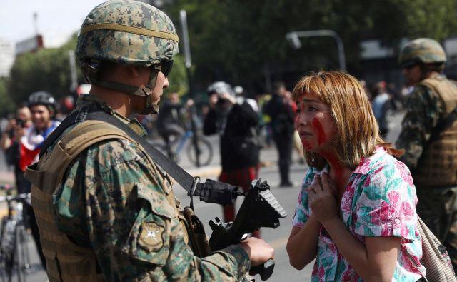 Policija je aretirala več kot 300 ljudi, v nemirih je bilo ranjenih 156 policistov in 11 civilistov. FOTO: Edgard Garrido/Reuters