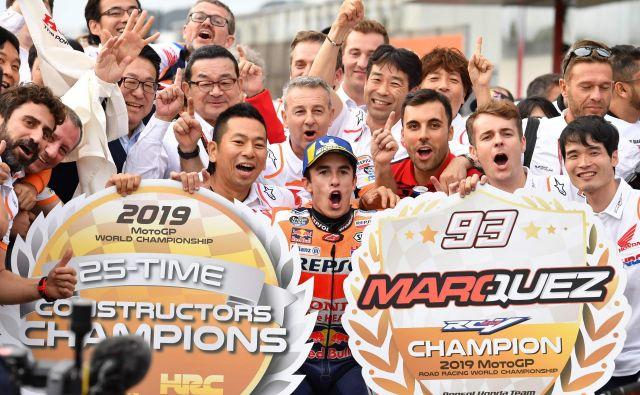 Marc Marquez se je veselil že jubilejne desete zmage v sezoni, njegova Honda pa se je predčasno dokopala tudi do konstruktorske lovorike. FOTO: Tošifumi Kitamura/AFP