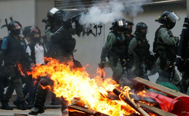 Peking meni, da so za proteste krive zunanje sile. FOTO: Tyrone Siu/Reuters