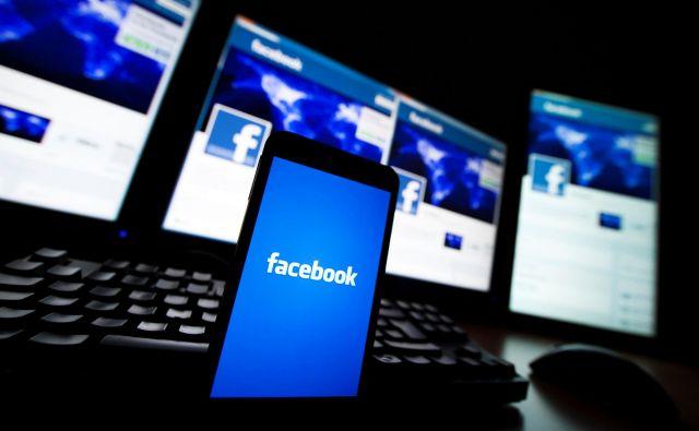 Facebook vmešavanje iz tujine preprečuje z odstranjevanjem mrež računov, skupin in strani, pri katerih zaznava sporne vzorce obnašanja. FOTO: Valentin Flauraud/Reuters