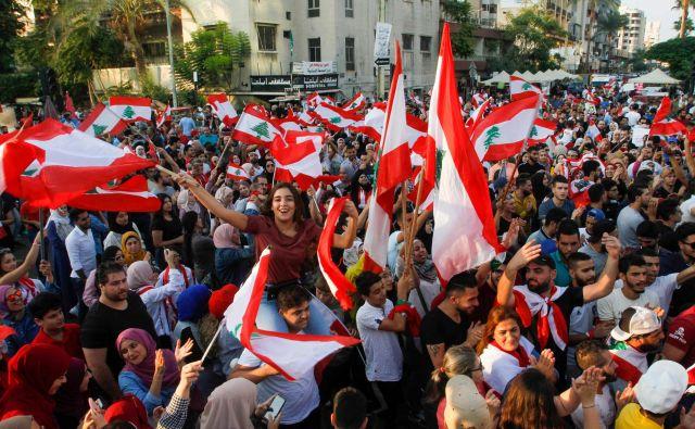 Prebivalci Libanona so na množičnih demonstracijah spomnili na revščino in korupcijo v državi. FOTO: Mahmoud Zayyat/AFP