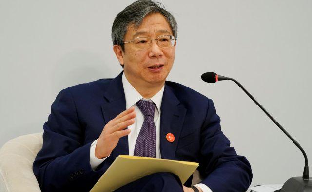 Guverner Yi Gang zavrača očitke, da Kitajska manipulira s tečajem.