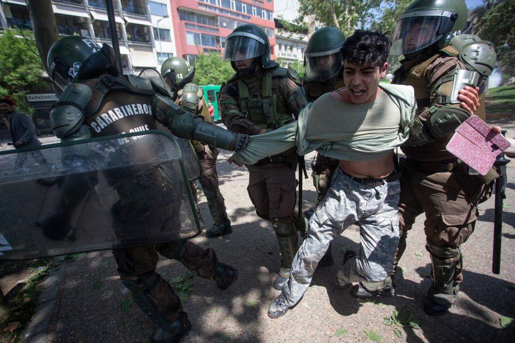 FOTO:Na čilskih ulicah prvič po padcu diktatorskega Pinocheta vojska