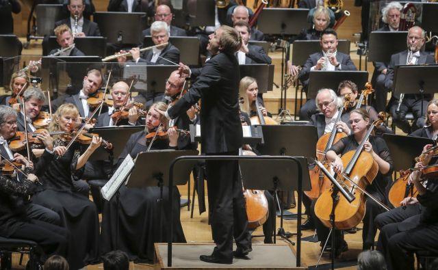 Orkester je s <em>Simfonijo št. 10 </em> še enkrat potrdil popolno tehnično mojstrstvo. Foto Jože Suhadolnik