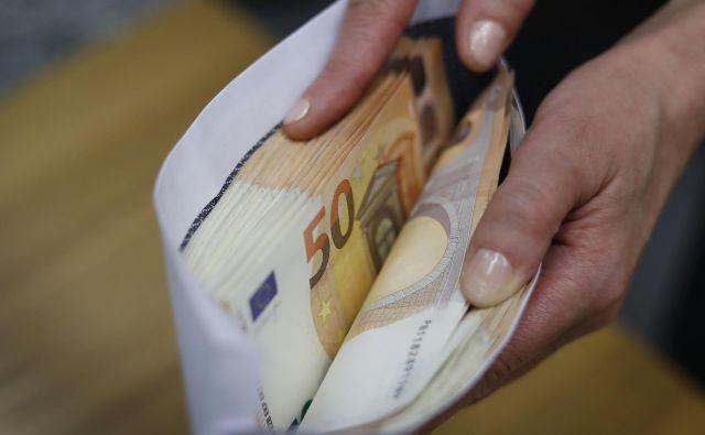 Medtem ko je več slovenskih bank že v preteklosti uvedlo ležarine na denar podjetij pri bankah, se za tak korak pri prebivalcih (še) niso odločile. Drugače je pri nekaterih evropskih bankah.<br /> Foto Leon Vidic/Delo