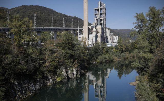 Cementarna Salonit Anhovo prosi državo za več odpadkov. Foto Uroš Hočevar