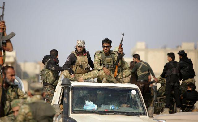 Turška vojska je s preostankom sirskih uporniških milic med mestoma Ras al Ain in Tal Abjad vzpostavila približno stokilometrsko ozemlje pod svojim nadzorom. Foto: AFP