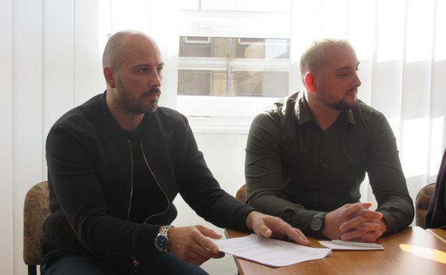 Brata, nekdanja policista Darko (levo) in Mario Nikolić zanikata, da bi kogarkoli izsiljevala. FOTO: Špela Kuralt/Delo