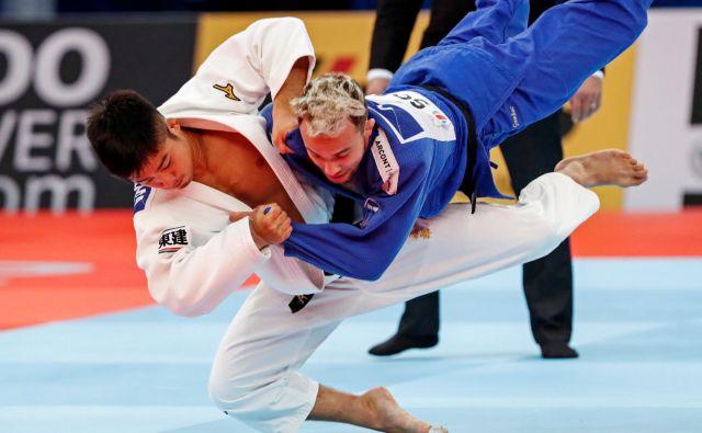 Adrianu Gombocu (v modrem kimonu) doslej v tej sezoni ni šlo po načrtih. Nadeja se, da se bo krivulja njegovih rezultatov v Abu Dabiju dvignila navzgor. FOTO: Reuters