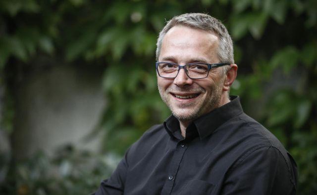 Klinični psiholog Peter Janjušević vodi triletni projekt Podpora šolskim svetovalnim delavcem in staršem na področju varovanja in krepitve duševnega zdravja otrok in mladostnikov.<br /> FOTO: Uroš Hočevar/Delo
