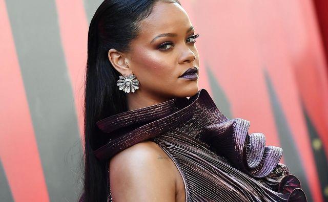 Rihanna je svoje življenje zapakirala v avtobiografijo, težko skoraj sedem kilogramov. FOTO: Angela Weiss/AFP