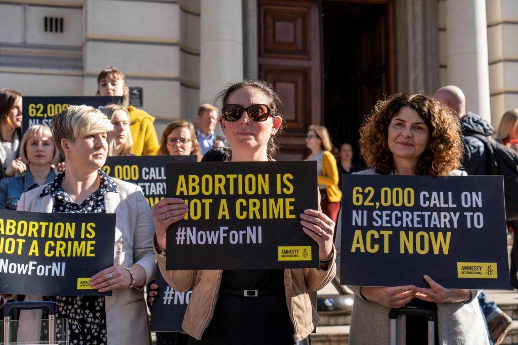 Na Severnem Irskem legalizirali splav in istospolne poroke