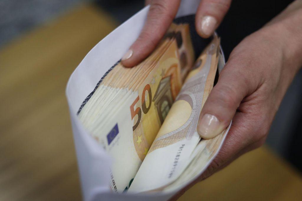 Boste banki plačali, da vam hrani denar?