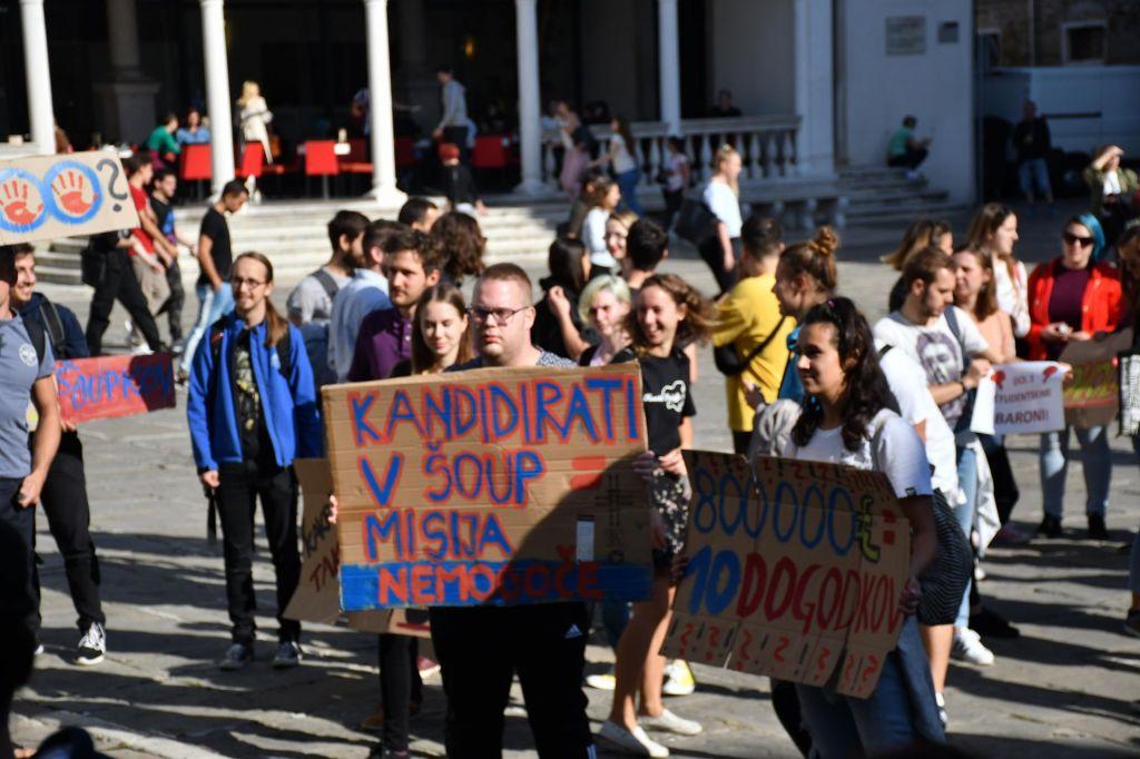FOTO:Študentje napolnili glavni koprski trg