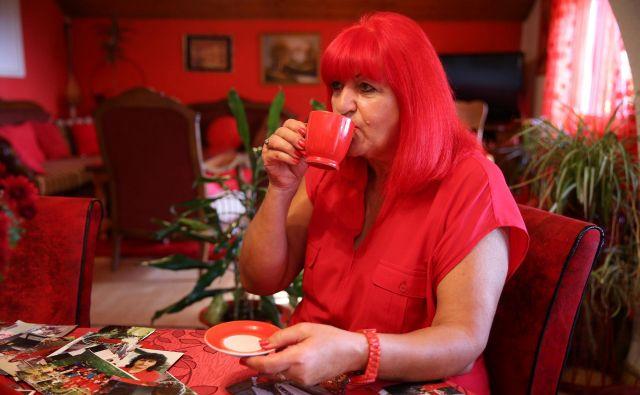 Zorica Rebernik živi povsem rdeče življenje. FOTO: Dado Ruvic Reuters
