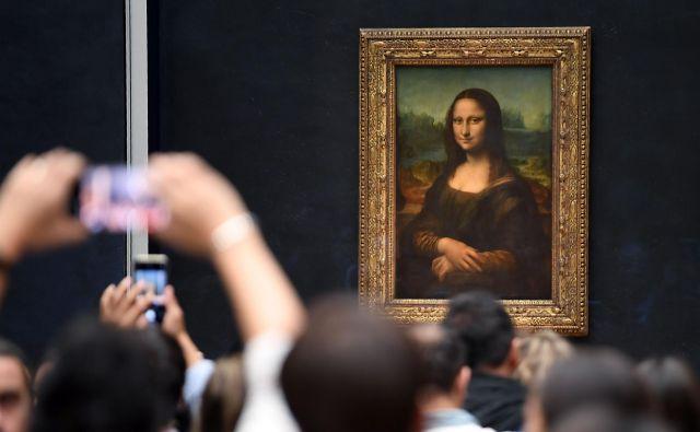 Najslavnejše Leonardove slike v izboru ne bo, ostaja na starem mestu v dvorani Salle des États, na razstavi jo bo nadomeščal virtualni surogat. FOTO: AFP
