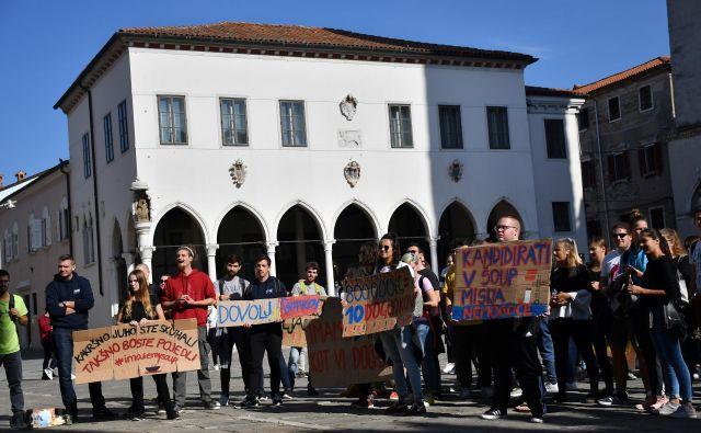 Protest zaradi volitev v študentski zbor Študentske organizacije Univerze na Primorskem (ŠOUP). Foto Klara Kopač