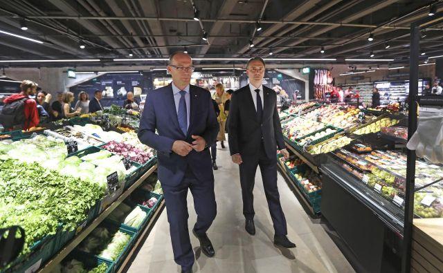 Tudi izbirčni bodo v prenovljenem marketu prišli na svoj račun, zagotavljata šefa Mercatorja in marketa. FOTO Leon Vidic/Delo