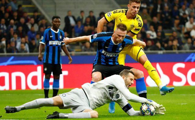 Nekdanji slovenski reprezentančni vratar in kapetan Interja Samir Handanović ni imel veliko dela z napadalci Borussie. FOTO: Reuters