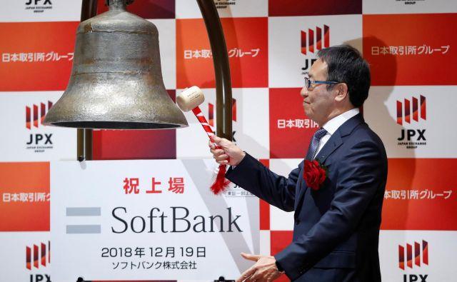 SoftBank, ki je zrasel v orjaški mednarodni finančni konglomerat, je leta 1981 v Tokiu ustanovil zdaj 62-letni poslovnež Masayoshi Son. Foto Reuters