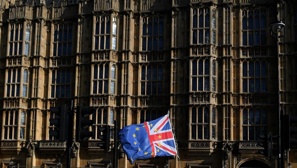 FOTO:Odločitev EU lahko privede do predčasnih volitev