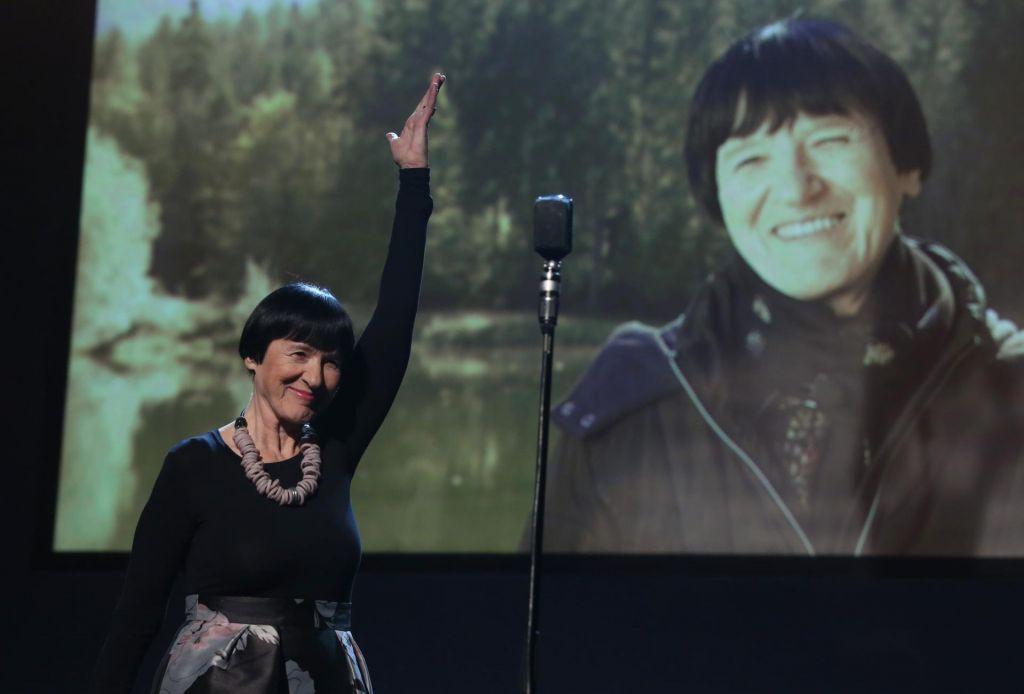 Slavje Marinke Štern in zmagoslavje predstave še ni naslova