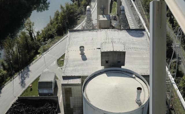Cementarna Salonit Anhovo: ljudje ne verjamejo njihovim meritvam. Foto Uroš Hočevar