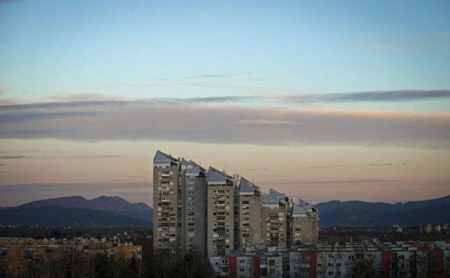 Povprečna cena rabljenega stanovanja v Ljubljani je znašala 2780 evrov na kvadratni meter, kar je okoli pol odstotka več kot v drugem polletju lani. FOTO: Matej Družnik/Delo