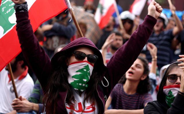 Ljudje so se pred dobrim tednom dni množično odzvali spontanim pozivom na ulice. FOTO: AFP