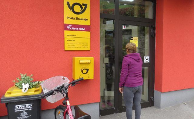 Poslovalnico v Stahovici, ki je odprta le dve uri na dan, uporablja vse manj ljudi. FOTO: Bojan Rajšek/Delo