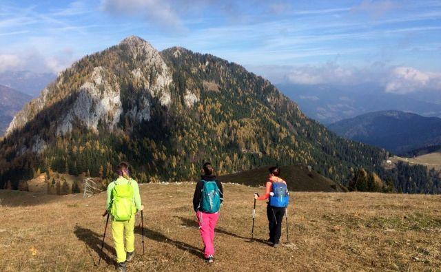 Odprte so le še nižjeležeče planinske koče, zato je treba jesenske pohode skrbneje načrtovati, opozarjajo na PZS. FOTO: Manca Ogrin