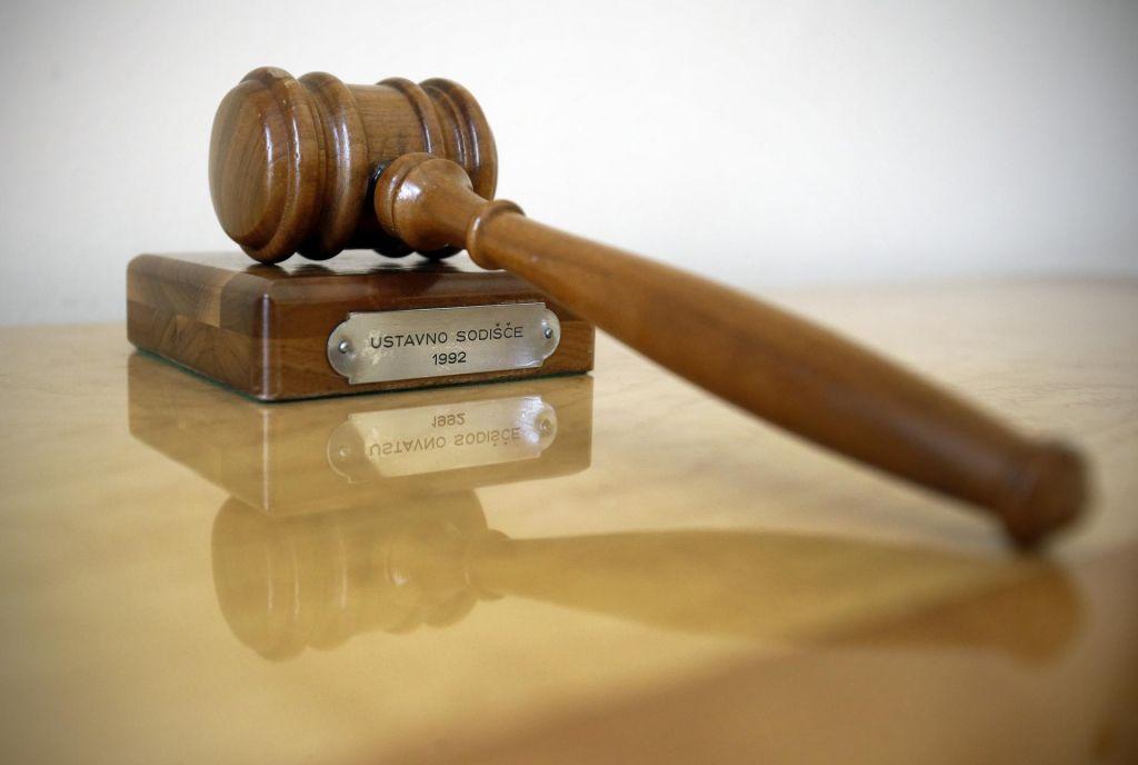 Premik glede spora na ustavnem sodišču?