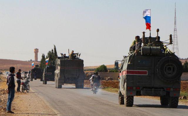 Konvoj ruskih vojaših vozil na poti proti mestu Kobane na severovzhodu Sirije. FOTO: AFP