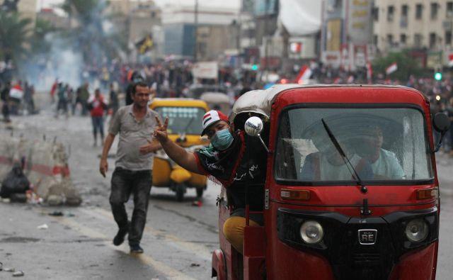 Protestniki v Iraku zahtevajo radikalne spremembe političnih struktur. FOTO: AFP