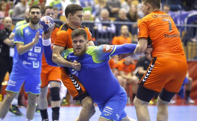 Slovenci (na fotografiji Matic Suholežnik) niso mogli premagati reprezentance Nizozemske. FOTO: Roman Šipić