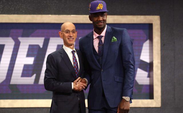 Deandre Ayton je bil lani prvi izbor na naboru NBA, letos pa se je že znašel na seznamu dopinških grešnikov. FOTO: AFP