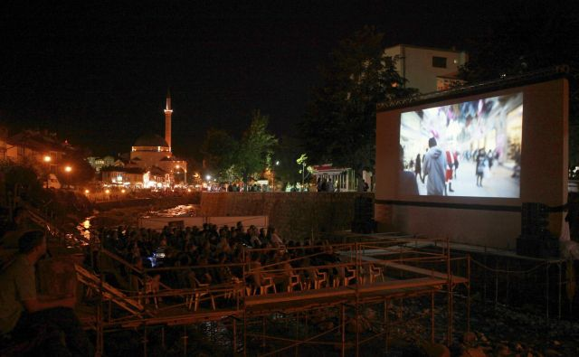 Prizren, drugo največje mesto na Kosovu, takoj za Prištino, velja za kulturno prestolnico države. Tudi zaradi vsakoletnega festivala dokumentarnega filma, največjega na območju nekdanje Jugoslavije in Balkanu, ki ga danes poznajo po vsem svetu. FOTO: Reuters