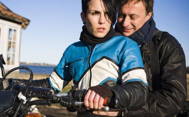 Zvezdnika švedskih filmskih različic Noomi Rapace (Lisbeth Salander) in Michael Nyqvist (Mikael Blomkvist).<br /> Foto arhiv studia