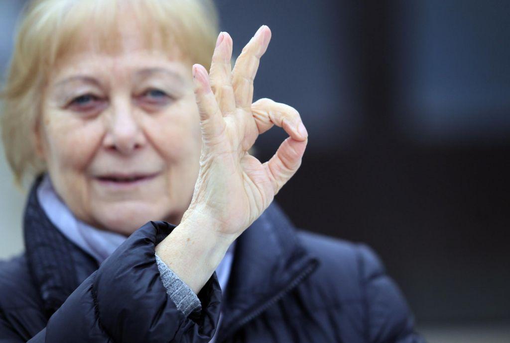 Znakovni jezik ni kriljenje z rokami