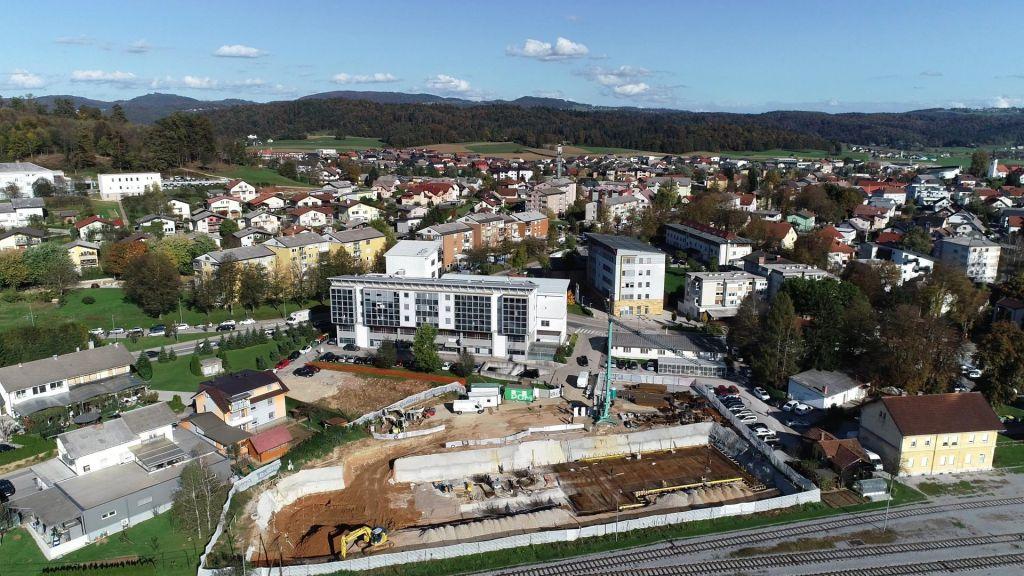 Z garažno hišo v Grosupljem do manj prometa v Ljubljani
