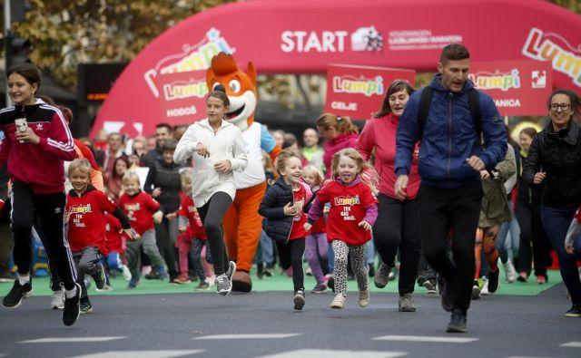 Starši so bili pomembna podpora nadobudnim tekačem. FOTO: Roman Šipić/Delo