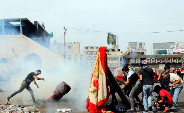 Drugi val oktobrskih protestov v Iraku se je, enako kot prvi, izakazal za smrtonosnega. FOTO: Wissm Al-okili/Reuters