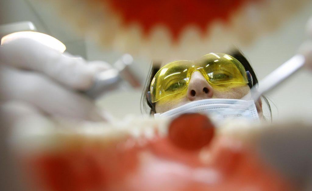 Zobni implantati kot nova pravica – klasična zvijača