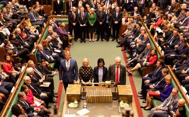 Britanski poslanci so na včerajšnjem glasovanju še v tretje zavrnili razpis predčasnih volitev. Foto Afp