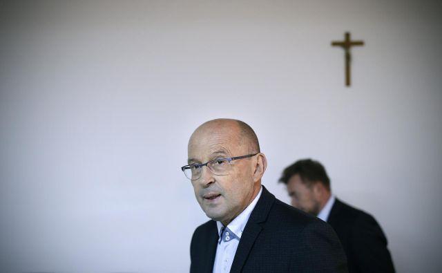 <strong>Jože Dežman</strong>, predsednik vladne komisije za reševanje vprašanj prikritih grobišč, se sprašuje, kdo je umore ukazal in izvedel.