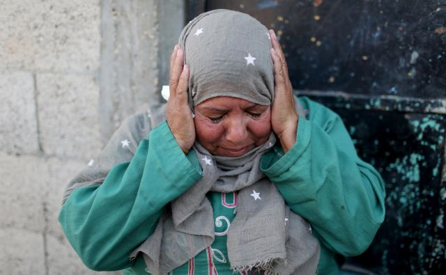 Iz Gaze letijo rakete. Na Gazo padajo bombe. FOTO: Ibraheem Abu Mustafa/Reuters